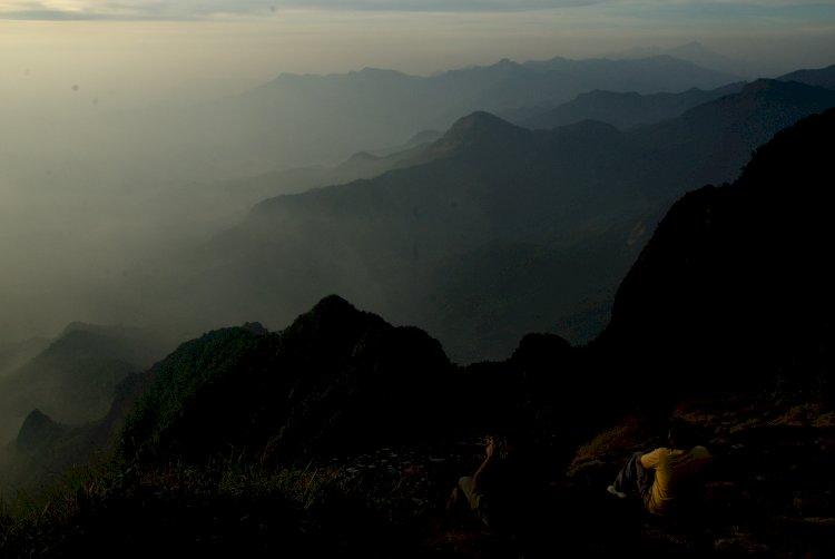 Gazing the Horizon from Vellarimala