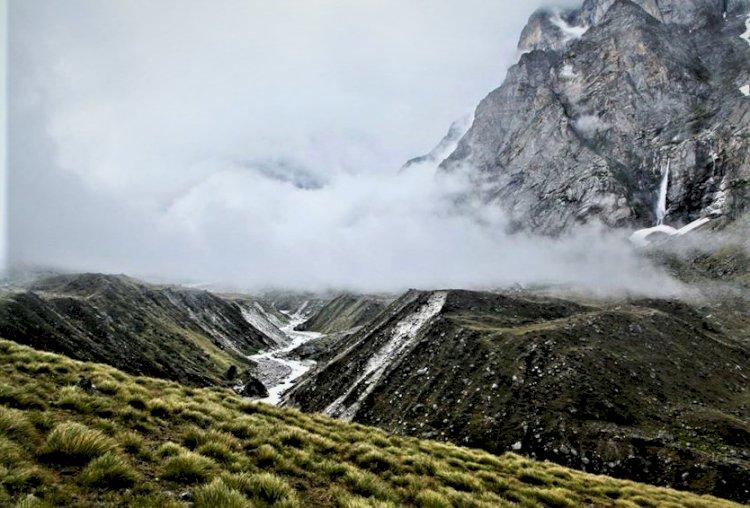 A  Day Trek to Vasudhara waterfalls