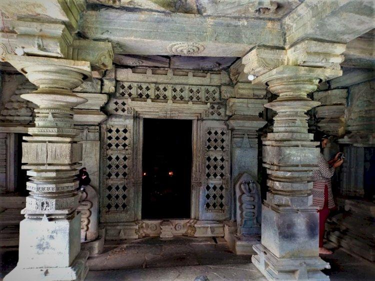 pillars at tambdi surla temple