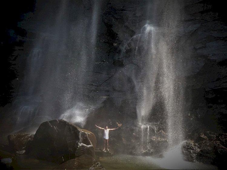 Bathing at Kudumari waterfalls