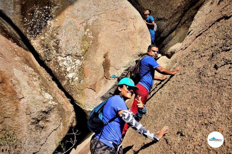 Trekkers entering cave Davalappana Gudda Cave