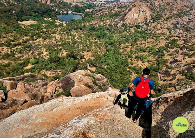 Trekkers descending the Davalappana Gudda
