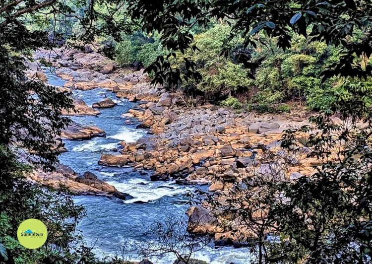 River sonda flowing through valley shivaganga waterfalls